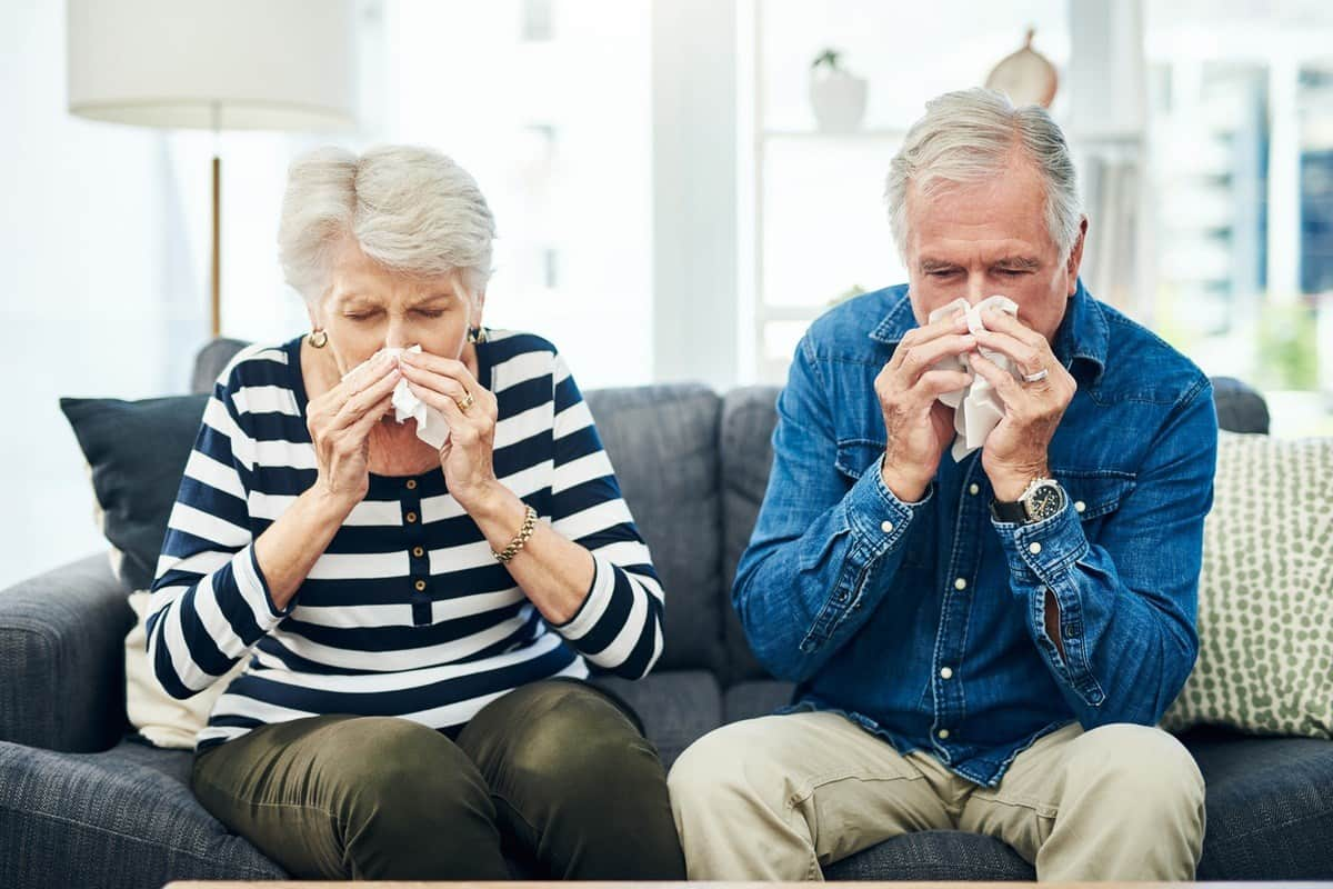 старики чихают