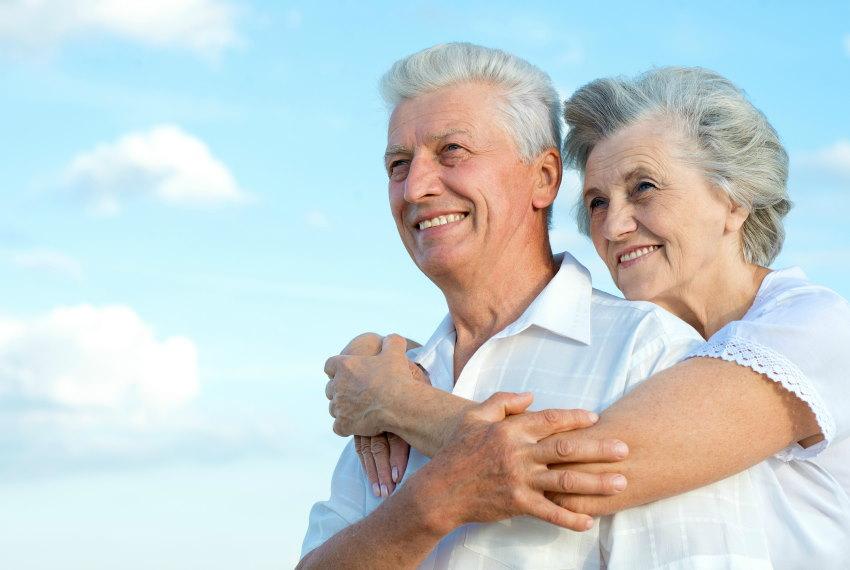 пенсионеры на улице