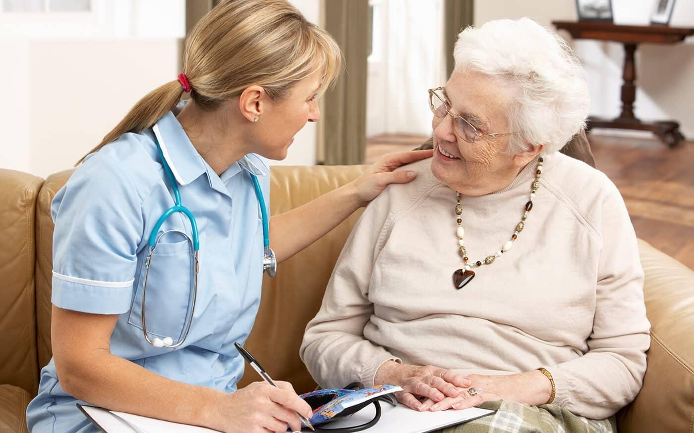 пенсионер общается